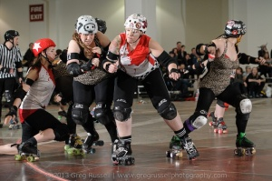 Veterans Junkie Jenny and Monichrome duel in the pack. (Photo by Greg Russell)
