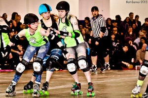 Chicks' veteran Robber Blind and rookie Joss Wheelin hold off Betties pivot Misery Mae. (Photo by Neil Gunner)