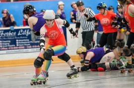 The Eager Beavers' jammer Rainbow breaks through the pack. (Photo by Greg Russell)